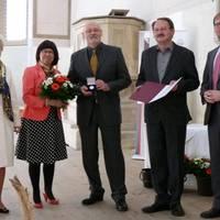 Silber_Freunde und Förderer des Prignitz Museums e. V._v.l. Dr. Cornelia Pieper, Vorsitzende des Stifters, Bärbel Schön, LTV-GF, Preisträger, Lars-Jörn Zimmer