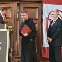 Bruder Jakobus erhält die Goldmedaille ©Ilka Keffel, LTV